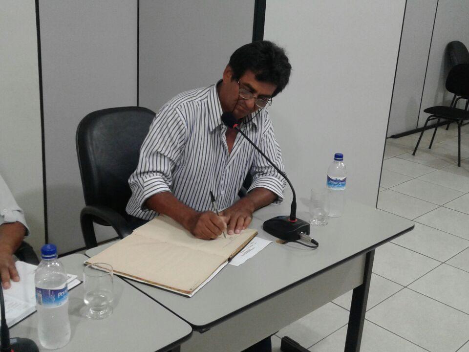 Vereador Celso Silverio Mira tomando posse no lugar do Vereador Andre Luis Ribeiro